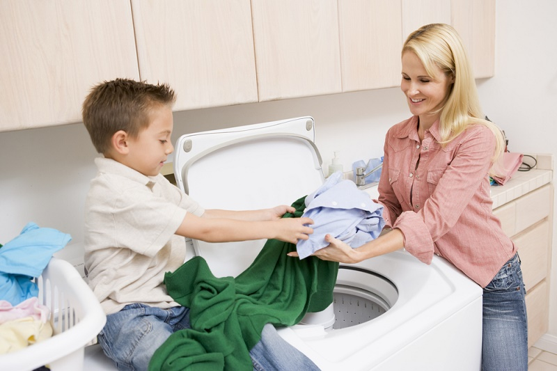 wash clothes in washing machine