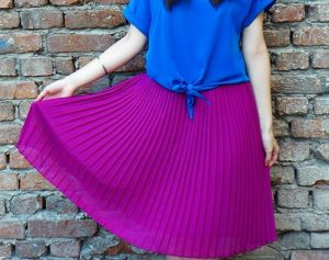 How to combine a purple skirt